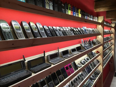 The Vintage Mobile Phone Museum offers many interesting and unique old phones | © Stefan Polgari