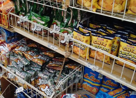 Rack of Filipino chips | © Iwan Gabovitch / Flickr