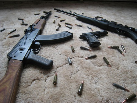 Rifles and handgun | © Teknorat/Flickr