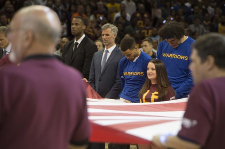 Golden State Warriors players standing for the national anthem during the 2015–16 NBA Finals | © Jim Mattis/Flickr