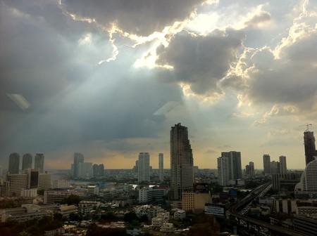 Sunshine follows the rain in Bangkok   © Maythee Anegboonlap/Flickr