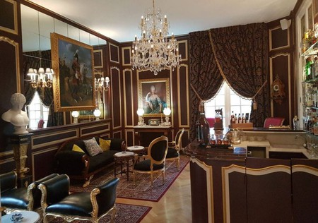 The hotel lounge at Château de Beauvois  © Courtesy of Hotels.com