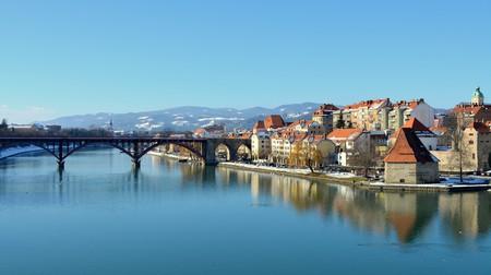 Maribor and Drava River  © Hbabuka / WikiCommons