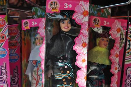 Dolls wearing Arab fashions | © young shanahan / Flickr