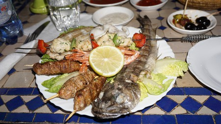 A platter of grilled meats and fish in Morocco | © Miguel Discart / Flickr
