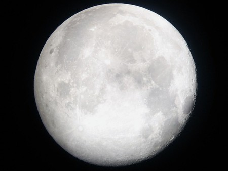 Can you see the lady in the moon? | © J pod / Wikimedia