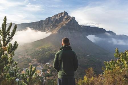 "Winter hiking in Cape Town   © <a href=""https://unsplash.com/photos/AZzfPBQA1Bk"">© Joshua Earle  / Unsplash</a>"