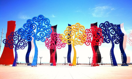 Surreal steel trees bring a splash of colour to Managua streets   © Russell Maddicks /Flickr