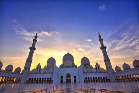 "Sheikh Zayed Grand Mosque, in honor of Sheikh Zayed the ""founder"" of the UAE | © Hisham Binsuwaif/ Flickr"