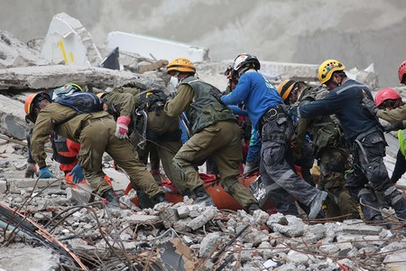 Rescue groups during the aftermath of the earthquake in Mexico | © Jorge Dan Lopez / EPA-EFE / REX / Shutterstock
