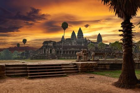 Sunrise at Angkor Wat  | © Muzhik/ Shutterstock.com