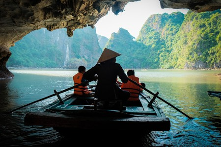 Boating through caves in Vietnam | © Pitikorn Ingmaneekan/Shutterstock