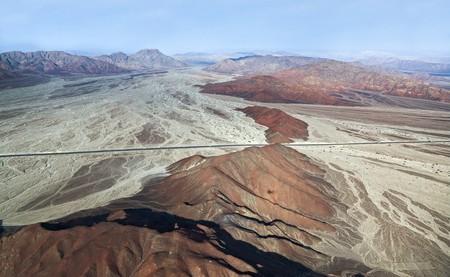 Lines and Geoglyphs in the Nazca desert, Peru | © Vadim Petrakov/Shutterstock
