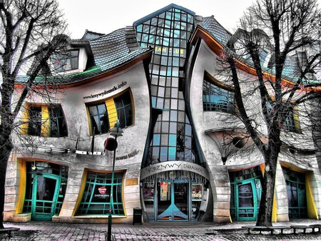 Krzwy Domek, Crooked House | © qbanez / WikiCommons