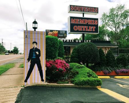 The souvenir shop Memphis Outlet   © Kathy Drasky / Flickr