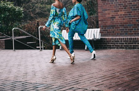 Fashion Bloggers   © Clem Onojeghuo /Unsplash