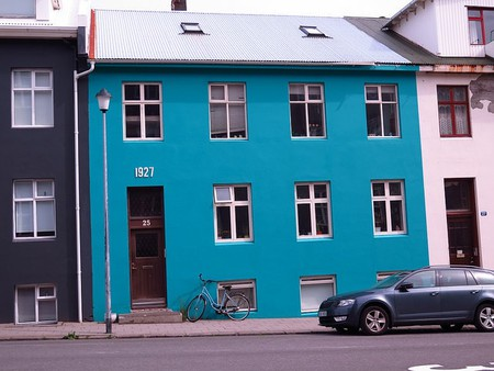 Blue House in Reykjavik |© Ole Husby / Flickr