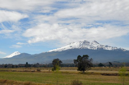Iztaccihuatl and Popocatepetl │© Russ Bowling / flickr