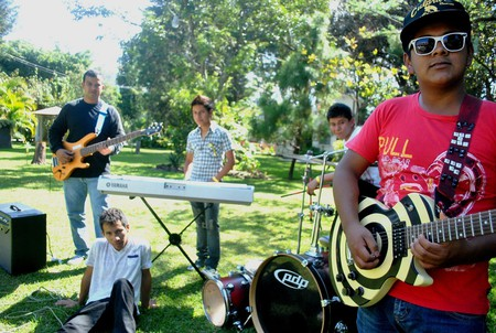 Guatemalan bands © jgoge / Flickr