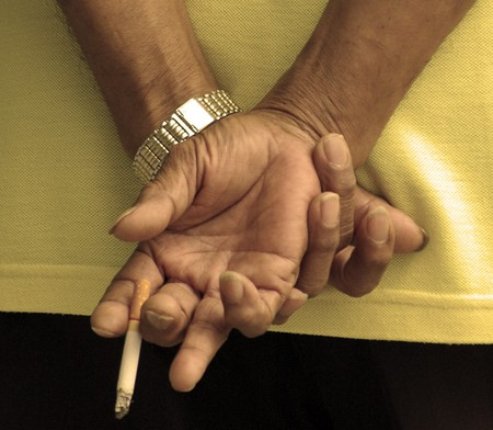Chain (ed) smoker | © Binder.donedat/Flickr