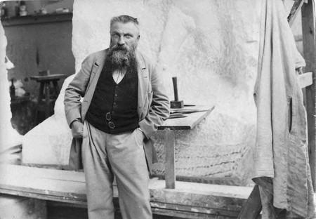 August Rodin photographed in his studio by Paul François Arnold Cardon a.k.a. Dornac (1858–1941) | Via Paul François Arnold Cardon (a) Dornac (1858-1941)/WikiCommons