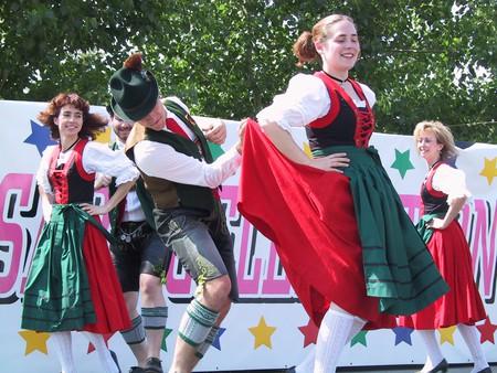 Bavarian Schuhplattler    © Dyslexic_agnostic/Wikimedia Commons