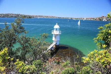 Bradley's Head lighthouse   © Wade Homewood/Wikimedia Commons