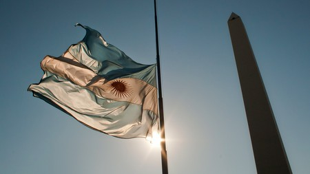 The Argentine flag and the Obelisco in Buenos Aire | © Hernán Piñera/Flickr