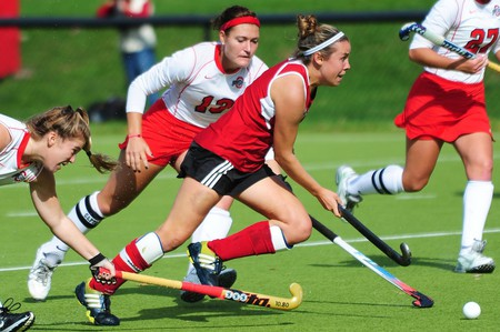 Audra Heilman (center) and two former IU teammates are starting a field hockey club in Indiana | © IU Athletics