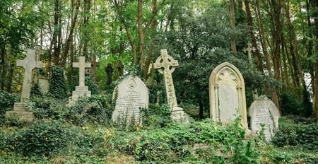 Explore the gravestones in Highgate cemetery
