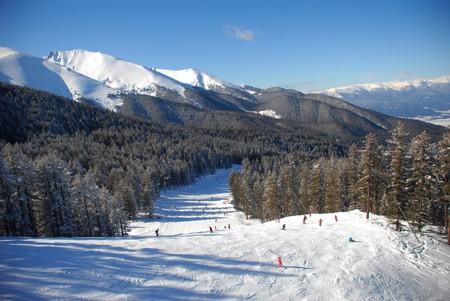 Panorama of winter mountains. Alpine ski resort Bansko, Bulgaria | ©  urbaneye011/Shutterstock
