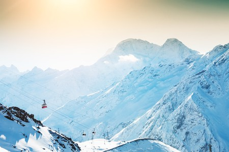 Winter sun in the mountains | © Olga Gavrilova/Shutterstock