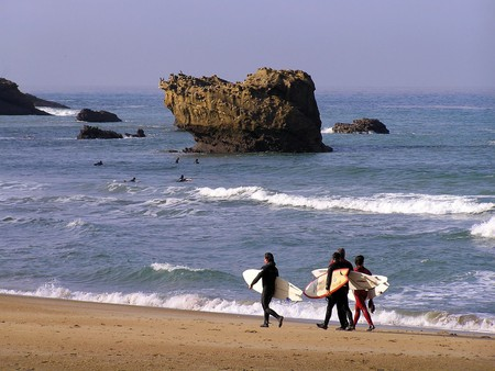 Surfing in Biarritz, France | ©josu.orbe / Flcikr