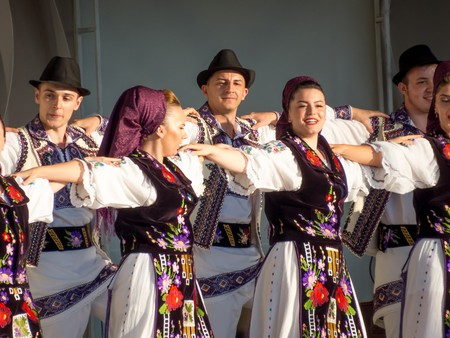 Traditional Romanian Dance © Veronica Maria / Shutterstock