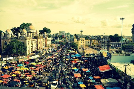 Traffic on busy Indian street | ©Bsravikiran / WikiCommons