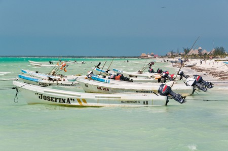 Launches bob in the tide on Isla Holbox © Robert Brands / flickr