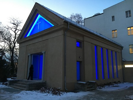 James Turrell's light installation, Dorotheenstädtischer Cemetery, Berlin | © Mangtronix / Flickr