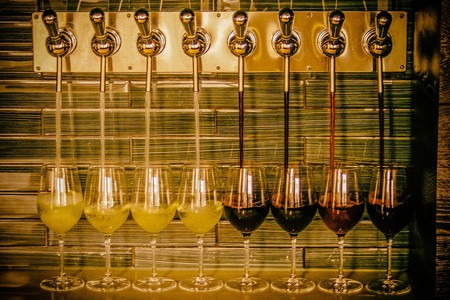 Wine Taps in action | © N Wong / Flickr