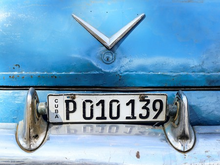 Cuban license plate | © Pedro Szekely / Flickr