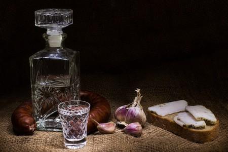 Vodka and bread. Pavlofox (c) | Pixabay