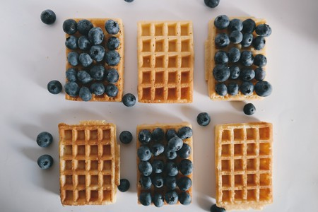 Waffles and blueberries © Pixabay
