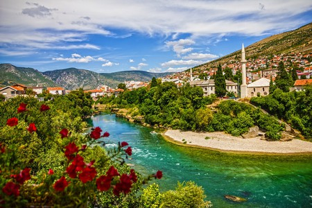 Mostar mosque in old town, Bosnia and Herzegovina | © Vlada Photo/Shutterstock