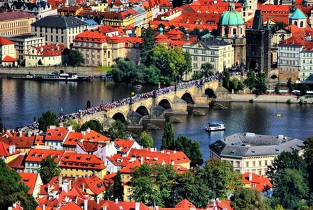 Charles Bridge, Prague   thejissan / Pixabay