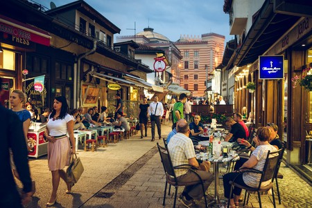 People having iftar dinner on streets of Sarajevo, Bosnia, during holy muslim month of Ramadan | © Ajan Alen/Shutterstock
