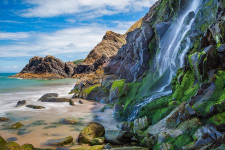 Waterfall, Tresaith Beach, Ceredigion,Cardigan, West Wales, UK|© ESB Professional/Shutterstock