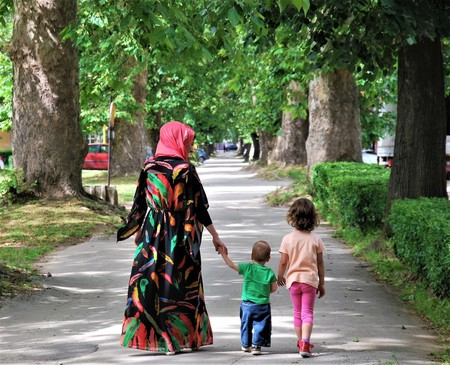 Muslim mother with her son and daughter | © Dzelaluddin/Shutterstock