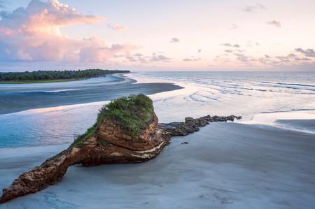 Small charming fishing village of Mompiche, Ecuadorian Pacific coastline   ©  Ksenia Ragozina/Shutterstock