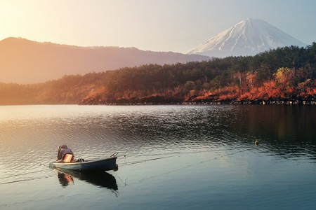 Mount Fuji from the shores of Saiko | © bundit jonwises / Shutterstock