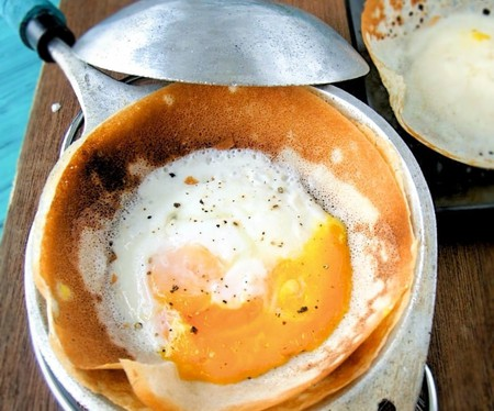 An egg hopper in a hopper pan | Courtesy of My Sri Lankan Recipe