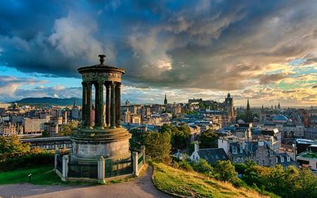 Stormy Calton Hill, Edinburgh | © Andy Smith / Flickr https://www.flickr.com/photos/smithat/8663584897